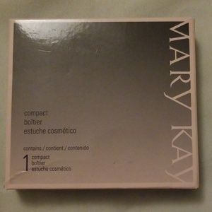 NWOT Mary Kay Compact